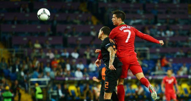 Cristiano Ronaldo często walczył o powietrzne piłki (fot. Getty)