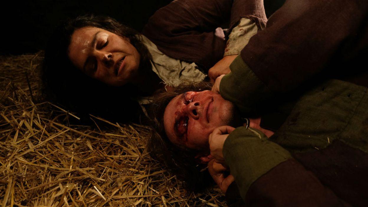Plan się udaje. Mela zabija strażnika i ucieka, aby zemścić się na ochmistrzyni (fot. TVP)