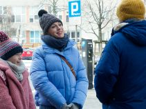 – Fajna knajpa, fajni ludzie – Milena ma imieniny i zaprasza Krzyśka na kolację. Co on na to? (fot. TVP)