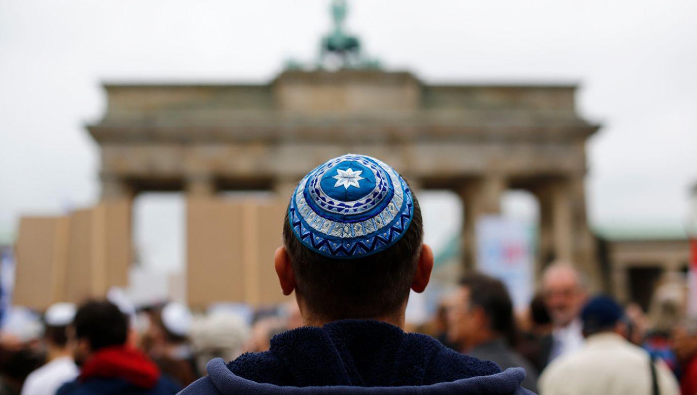 Żydzi w Niemczech ostrzeżeni przed noszeniem jarmułek (fot. REUTERS/Thomas Peter)