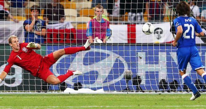 W konkursie rzutów karnych z Anglią Włoch Andrea Pirlo popisał się strzałem a'la Antonin Panenka (fot. Getty Images)