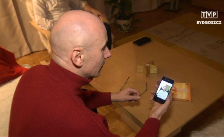Krzysztof Dąbrowski rozpzoznał mamę ze zdjęcia, które wysłano mu z Warszawy na komórkę