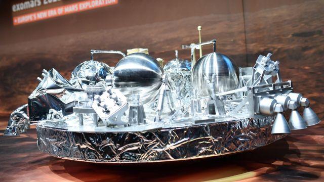 NASA potwierdza: lądownik Schiaparelli rozbił się na Marsie