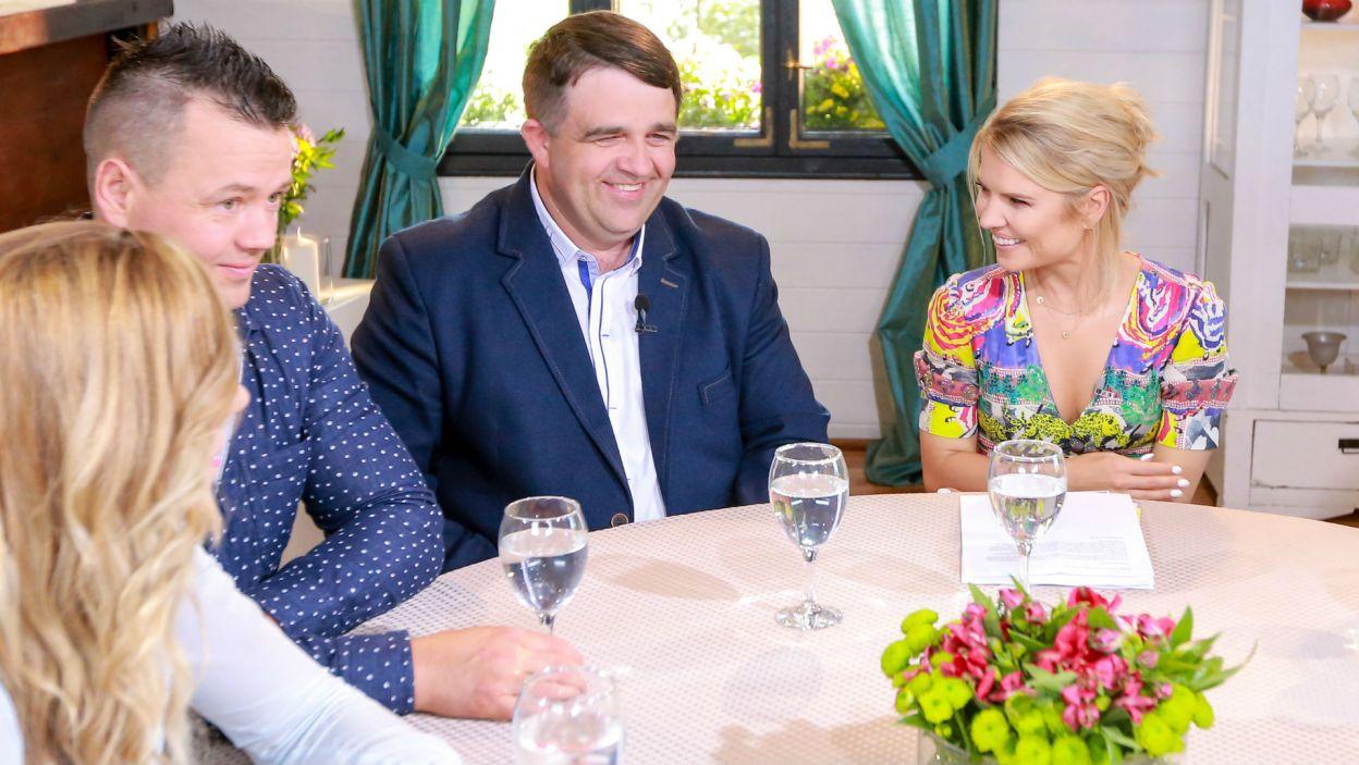Zbyszek dopytywał dziewczyny, jak widzą swoje życie na wsi (fot. TVP)