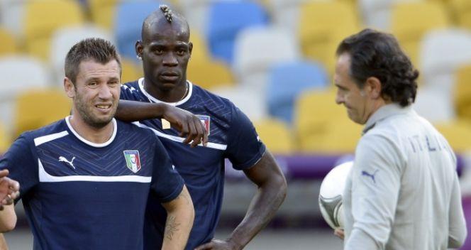 Współpraca Balotellego z bardziej doświadczonym Antonio Cassano z meczu na mecz układała się coraz lepiej (fot. Getty Images)