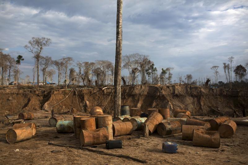 Zniszczona i opuszczona kopalnia złota (fot. REUTERS/Sebastian Castaneda)
