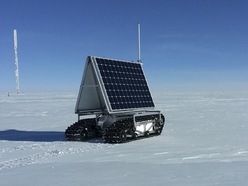 GROVER, zdalnie sterowany pojazd do badań grubości lodu na Grenlandii (fot. REUTERS/NASA)