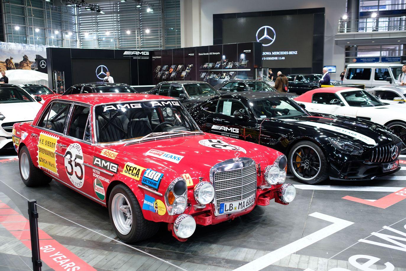 Stoisko AMG Mercedes (fot. arch.PAP/Jakub Kaczmarczyk)