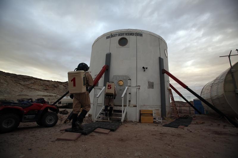 Stacja badawcza Marss (MDRS) na pustyni w Utah w czasie testów wytrzymałości ludziej przed wyprawą na Marsa (fot.  REUTERS/Jim Urquhart)