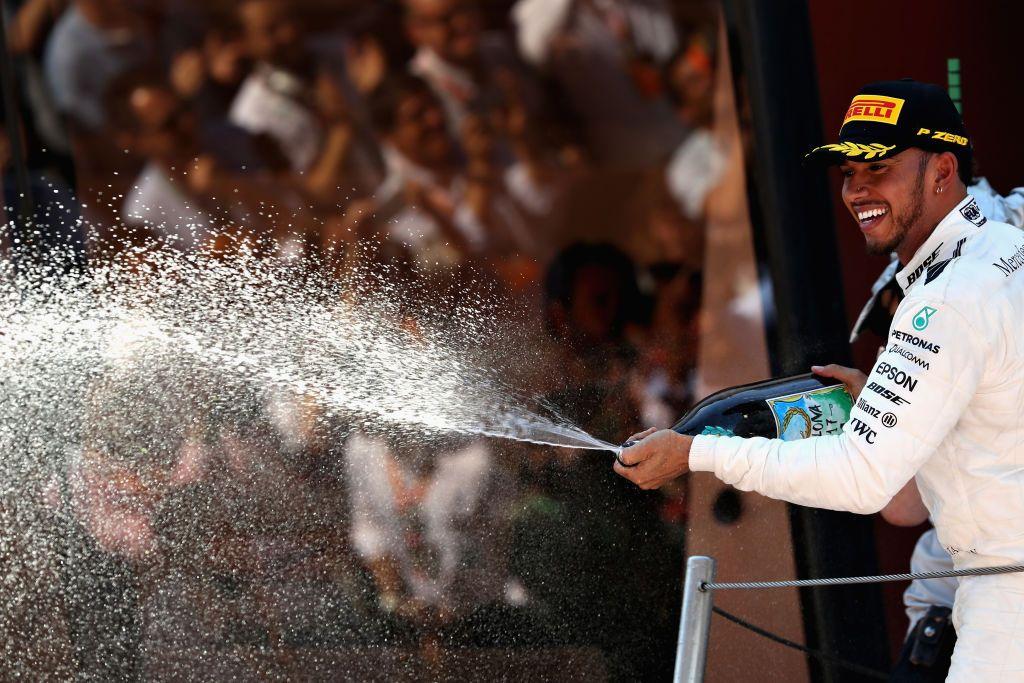 Zwycięzca wyścigu Lewis Hamilton z Wielkiej Brytanii, Mercedes GP (fot. Mark Thompson/Getty Images)