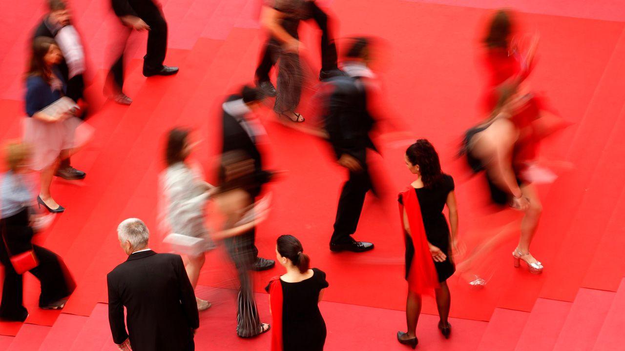 Goście na czerwonym dywanie Festiwalu Filmowego w Cannes (fot. PAP/EPA/FRANCK ROBICHON / POOL)