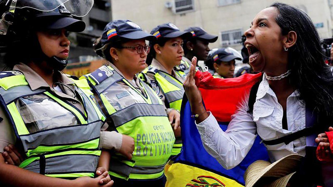 Protesty w Wenezueli (fot. REUTERS/Carlos Garcia Rawlins)