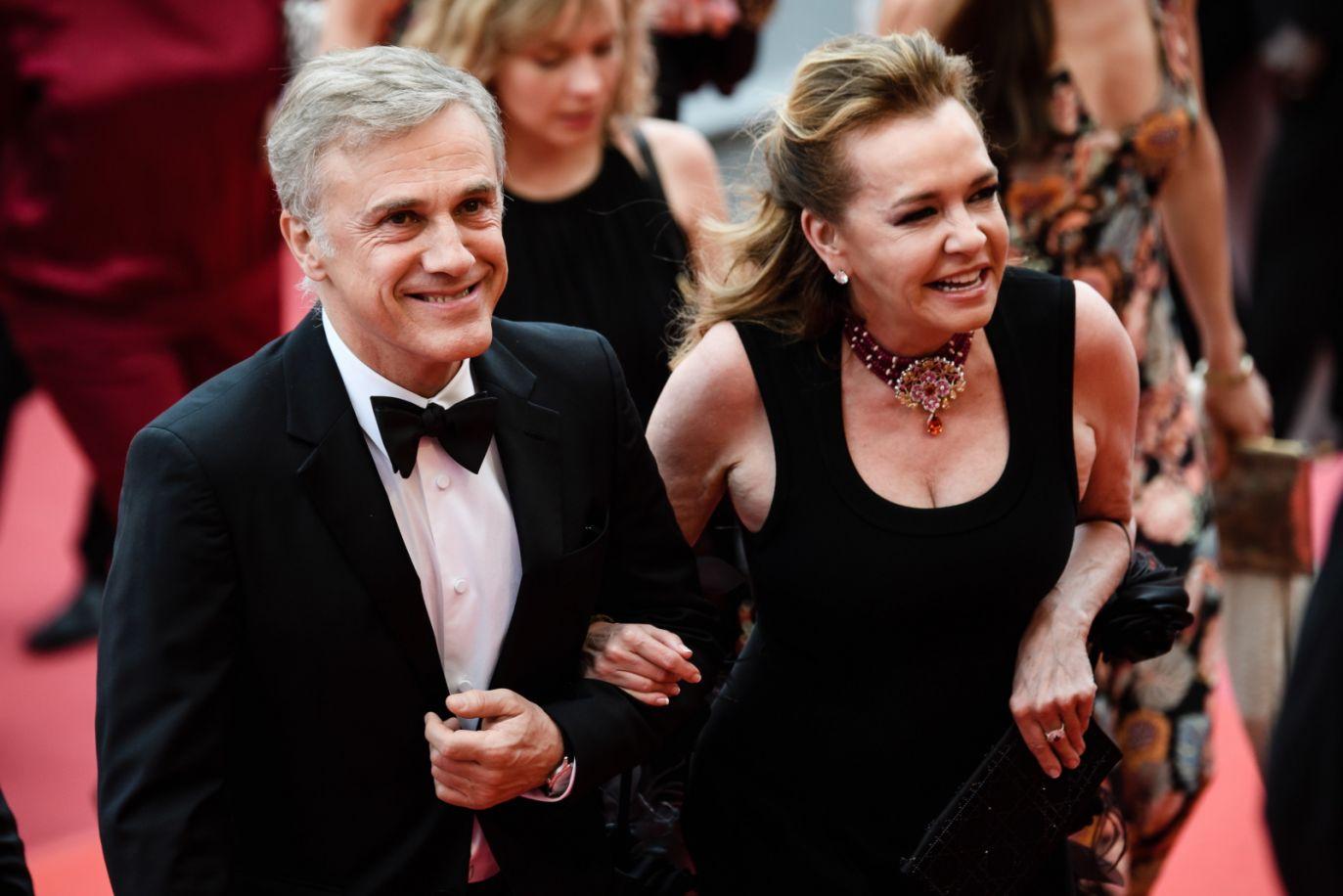Christoph Waltz i Caroline Scheufele przybywają na Festiwal Filmowy w Cannes (fot. PAP/EPA/CLEMENS BILAN)