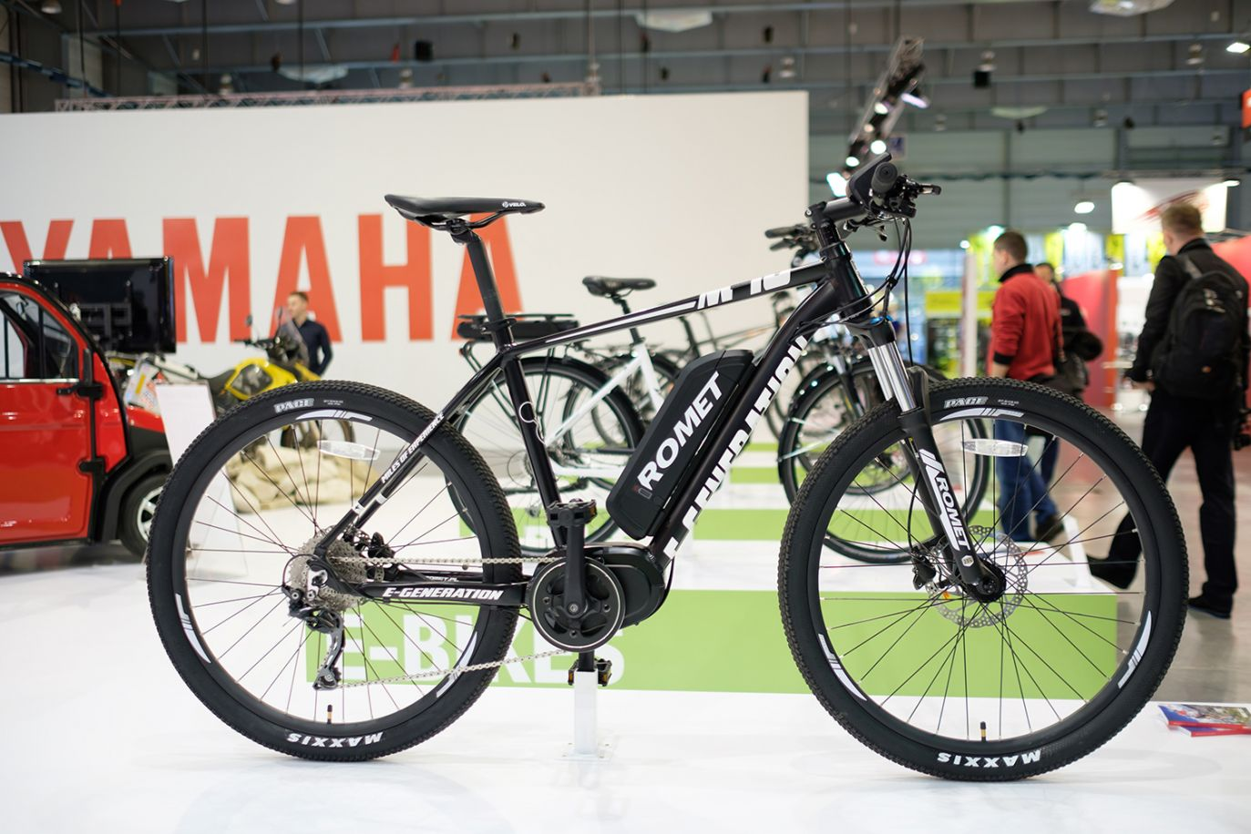 Rower z napędem elektrycznym polskiej marki Romet (fot. PAP/Jakub Kaczmarczyk)