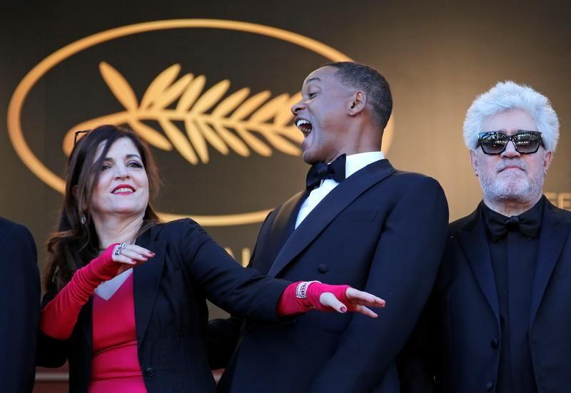 Członkowie jury Agnes Jaoui, Will Smith i Pedro Almodovar (fot. REUTERS/Jean-Paul Pelissier)