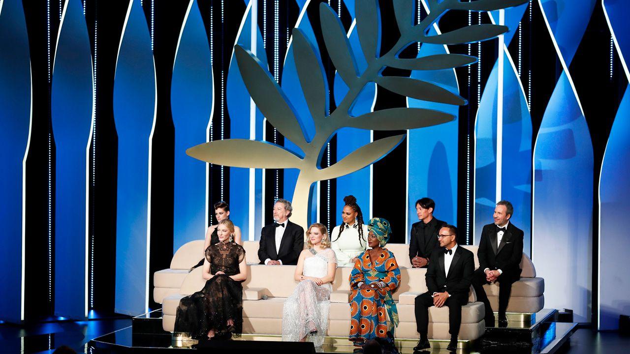 Członkowie jury biorą udział w ceremonii otwarcia 71. corocznego Festiwalu Filmowego w Cannes (fot. PAP/EPA/FRANCK ROBICHON)