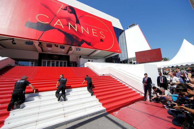 Festiwal nie mógłby się odbyć bez czerwonego dywanu (fot. REUTERS/Stephane Mahe)