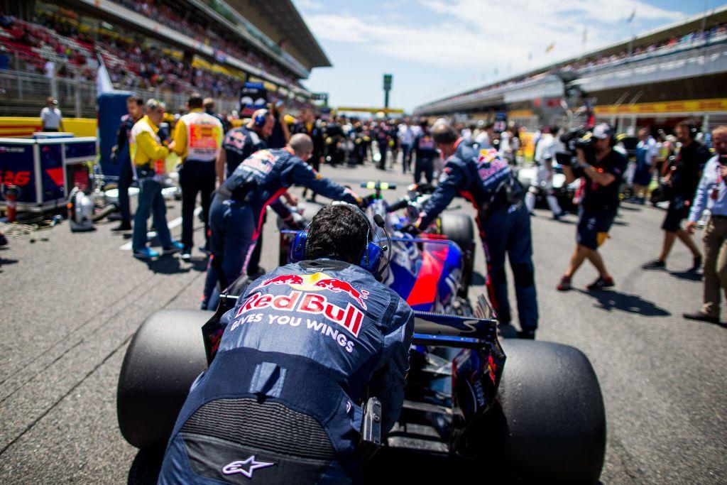 Za każdym kierowcą wyścigowym stoi potężny zespół (fot. Peter Fox/Getty Images)