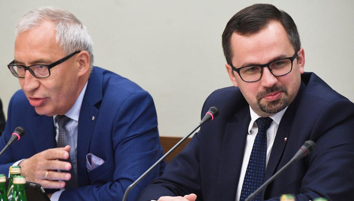 Członkowie komisji śledczej ds. VAT (fot. PAP/Radek Pietruszka)