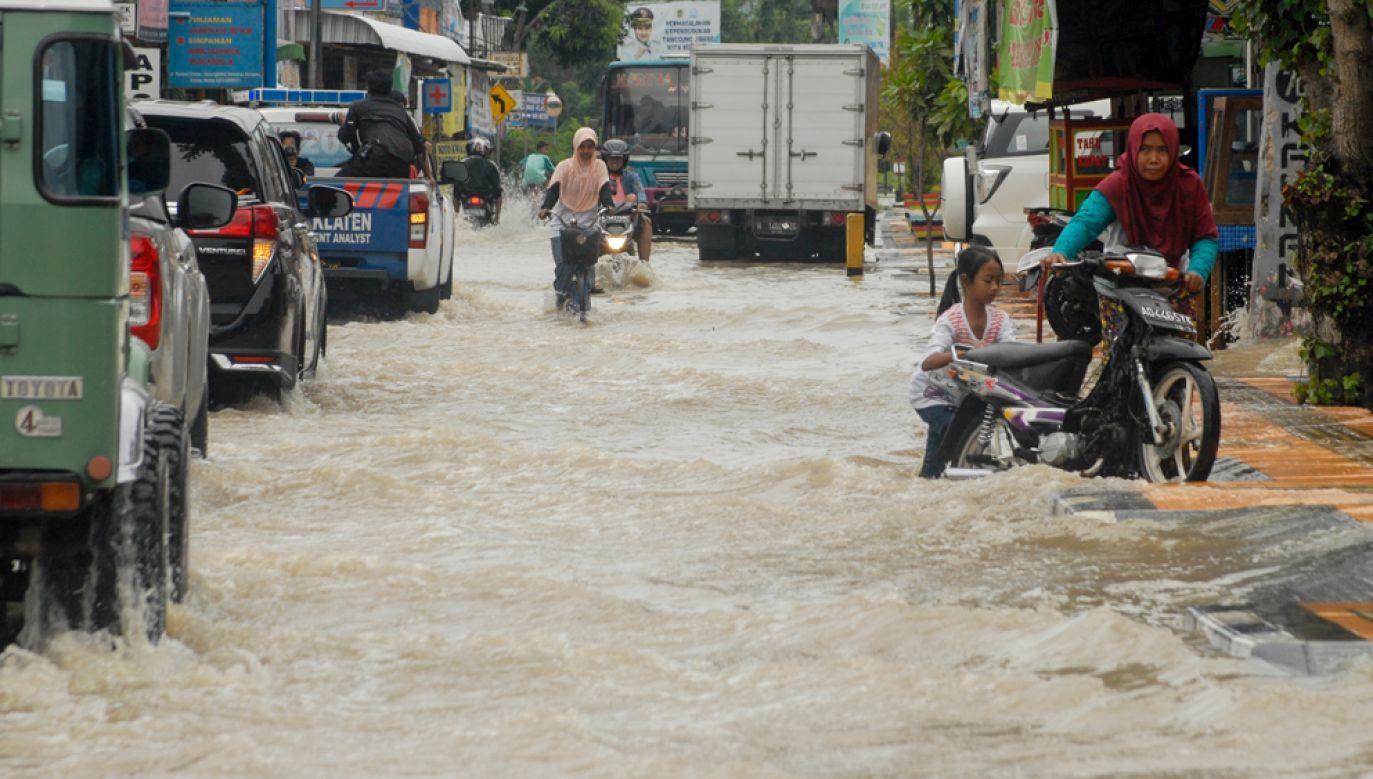 Gwałtowne deszcze były również przyczyną powodzi w centrum kraju na początku marca (fot. RIAU IMAGES / Barcroft Media via Getty Images)