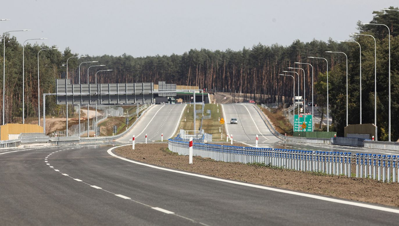 Otwarcie drogi ekspresowej S8 na odcinku od węzła Poręba do obwodnicy Ostrowi Mazowieckiej (16,1 km), na węźle Dybki (fot. PAP/Artur Reszko)