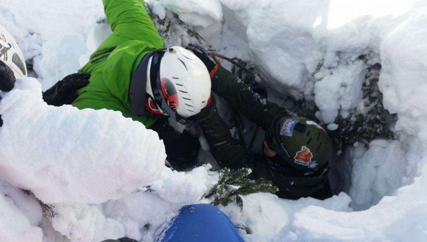 Ratownicy pomogli nierozważnemu snowboardziście (fot. FB/GOPR Beskidy)
