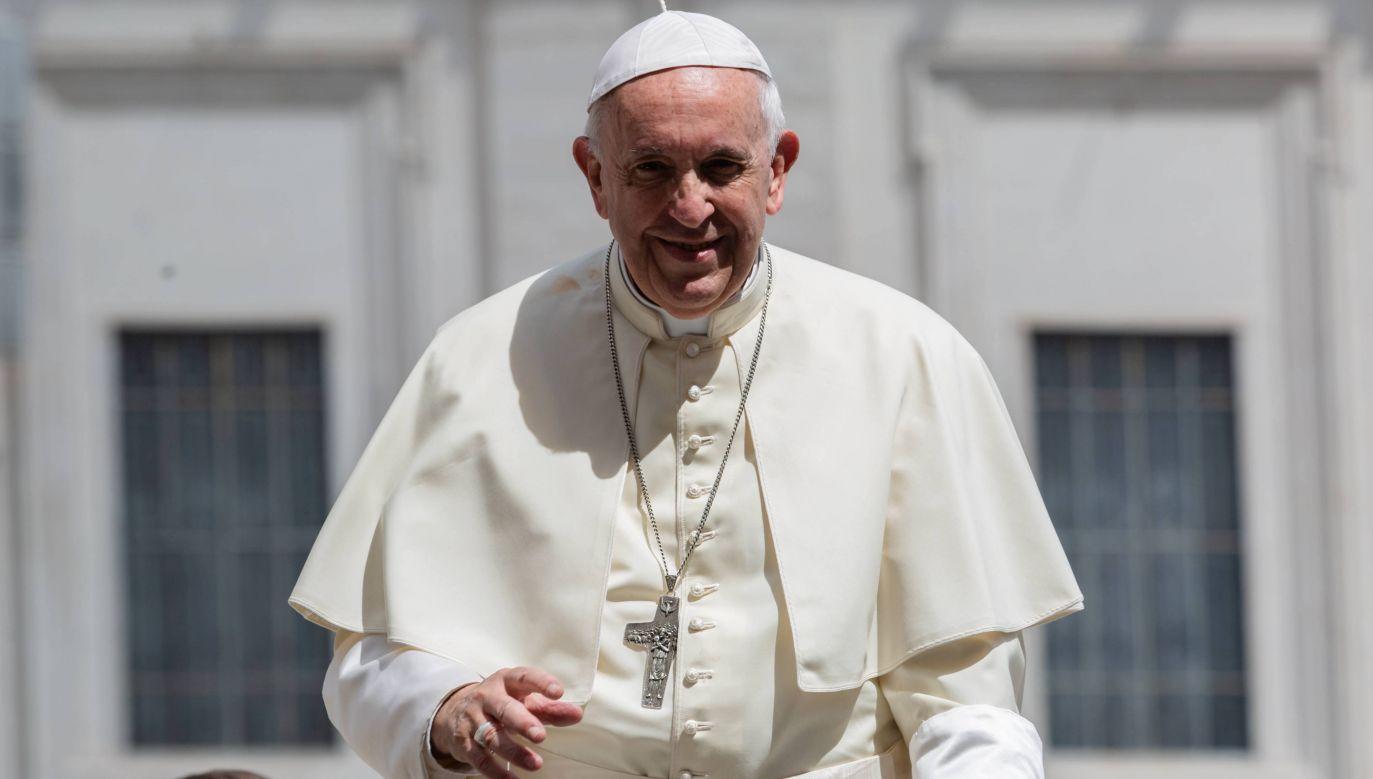 Papież Franciszek na placu św. Piotra (fot. PAP/Adam Guz)