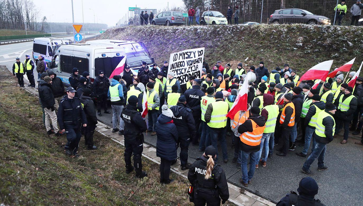 Policja wyznaczyła objazdy (fot. PAP/Roman Zawistowski)