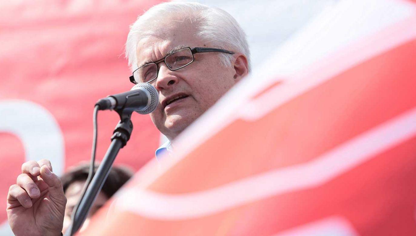 """W ocenie Cimoszewicza obrona Polski przed ustawą 447 to """"kompromitacja"""" (fot. arch. PAP/Leszek Szymański)"""
