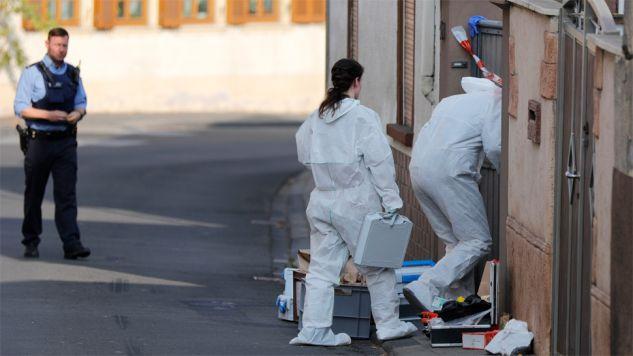 Stan rannych policjantów jest poważny (fot. PAP/EPA/RONALD WITTEK)