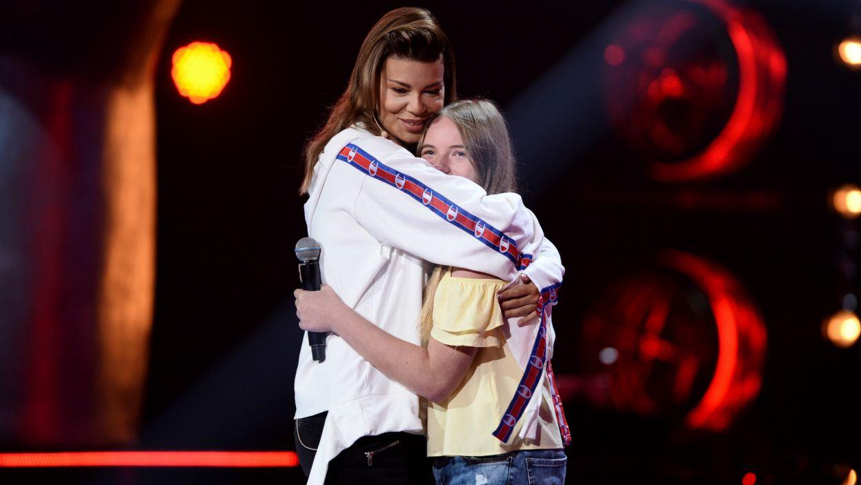 Edyta była zachwycona śpiewem Natalii Święczkowskiej, którą po występie mocno przytuliła (fot. TVP)