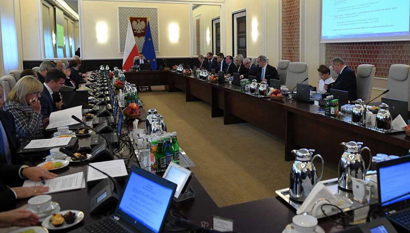 Jacek Sasin zapewnił, że nie należy spodziewać się zmian w gabinecie Mateusza Morawieckiego (fot. PAP/Radek Pietruszka)