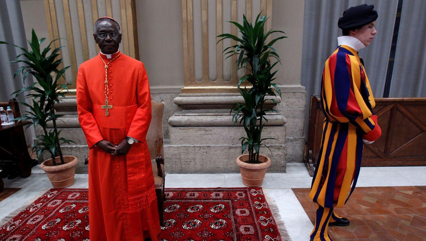 Kardynał Robert Sarah w Pałacu Apostolskim w Watykaniue 20 listopada 2010, w dniu, gdy papież Benedykt wręczył mu kardynalski biret. Fot. REUTERS/Tony Gentile