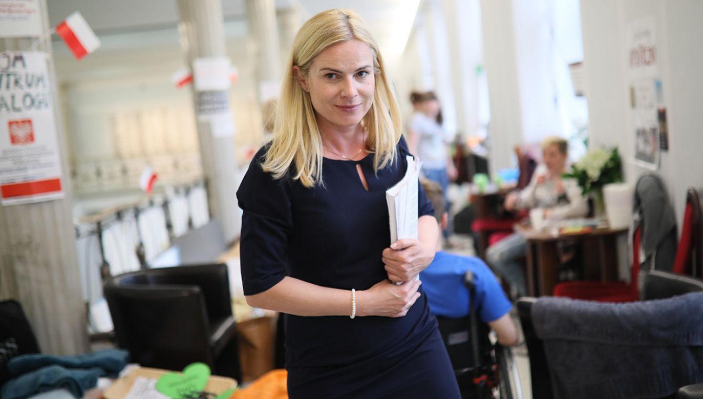 Była posłanka Nowoczesnej Joanna Schmidt wśród protestujących w Sejmie niepełnosprawnych i ich opiekunów (fot. arch. PAP/Leszek Szymański)