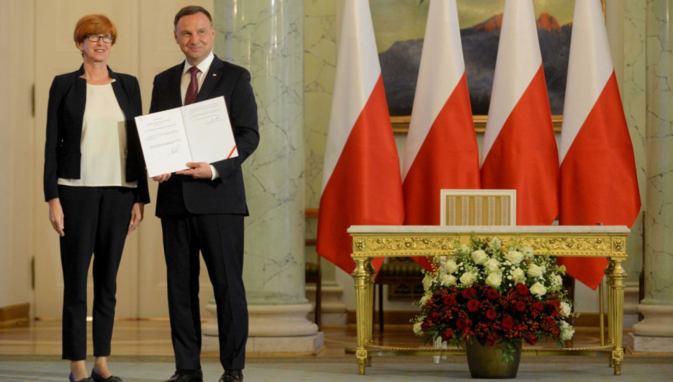 Prezydent Andrzej Duda i minister rodziny, pracy i polityki społecznej Elżbieta Rafalska (fot. PAP/Jakub Kamiński)