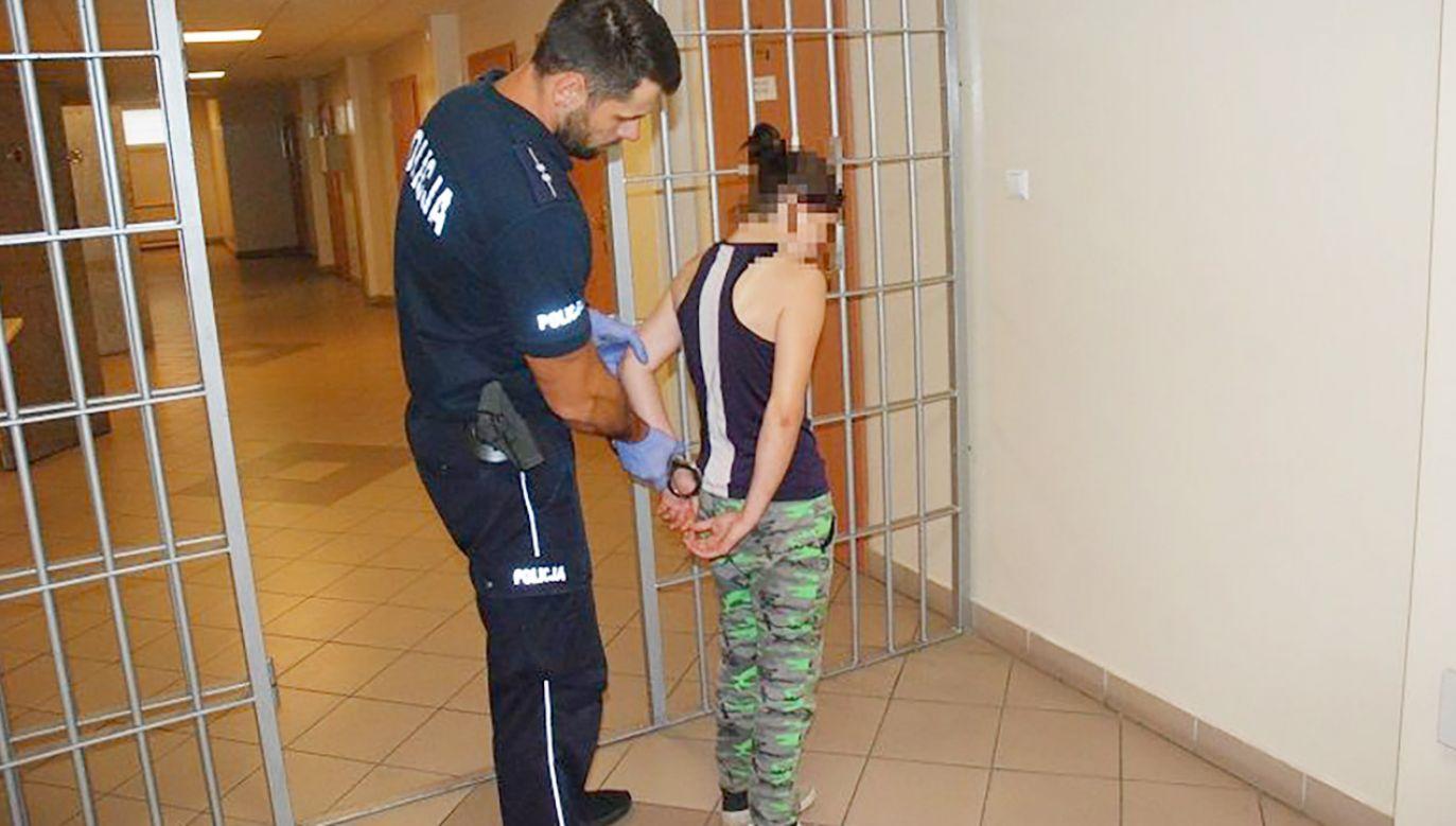 Policja zatrzymała 24-latkę. Badanie na obecność alkoholu w organizmie wykonane u niej rano wykazało jeszcze 0,6 promila (fot. KWP Gdańsk)