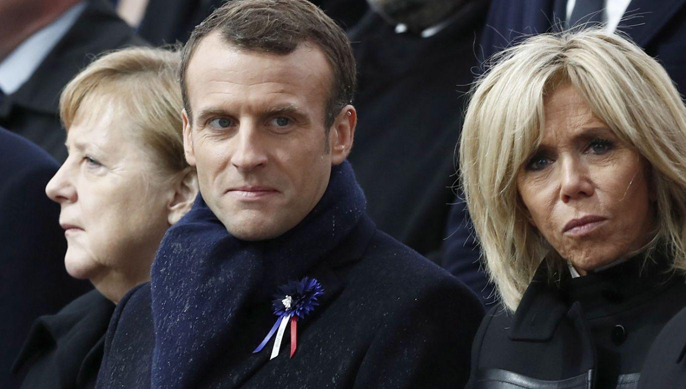 Kanclerz Niemiec i prezydent Francji brali udział w uroczystym odsłonięciu pamiątkowej tablicy z okazji stulecia zawieszenia broni (fot. PAP/EPA/BENOIT TESSIER / POOL MAXPPP OUT)