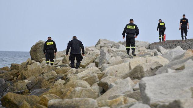 We wtorek po południu, matka zgłosiła zaginięcie jej trojga dzieci, chłopców w wieku 14 i 13 lat oraz 11-letniej dziewczynki. Czternastolatek został znaleziony, lecz w szpitalu zmarł (fot. PAP/Marcin Bielecki)