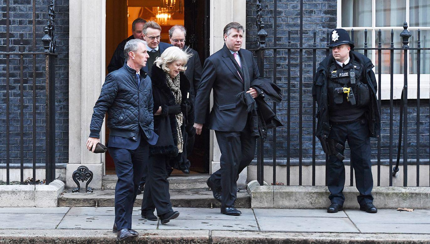 Izba Gmin zagłosowała we wtorek wieczorem przeciwko proponowanemu przez rząd Theresy May projektowi umowy wyjścia Wielkiej Brytanii z Unii Europejskiej (fot. PAP/EPA/ANDY RAIN)