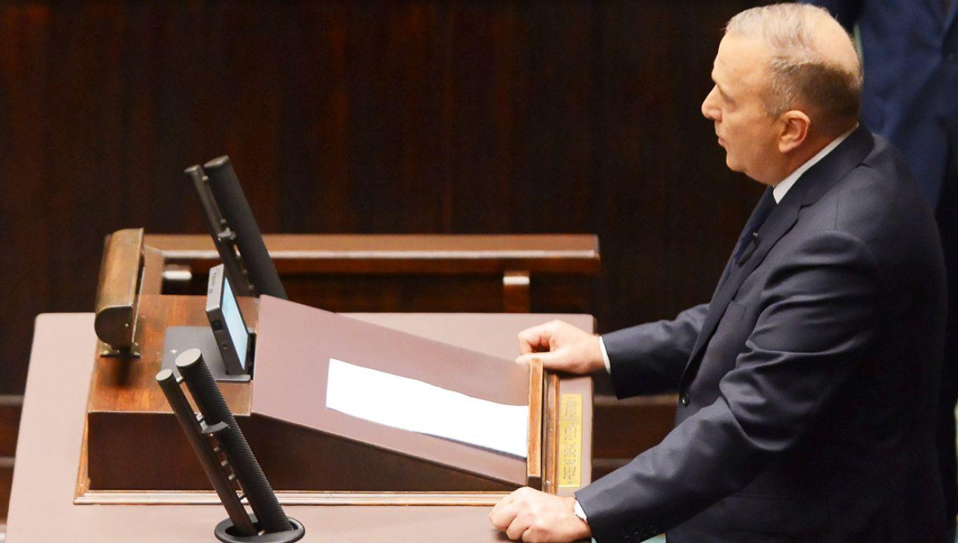 Przewodniczący Platformy Obywatelskiej Grzegorz Schetyna przemawia w Sejmie żegnając zmarłego prezydenta Gdańska Pawła Adamowicza  (fot. PAP/Jakub Kamiński)