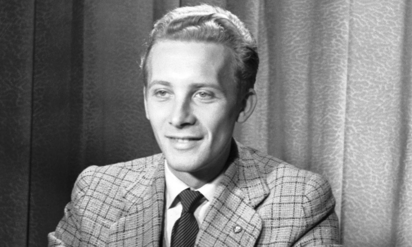Jan Suzin karierę rozpoczynał w Doświadczalnym Ośrodku Telewizyjnym. To zdjęcie wykonano w 1955 r. (fot. TVP)