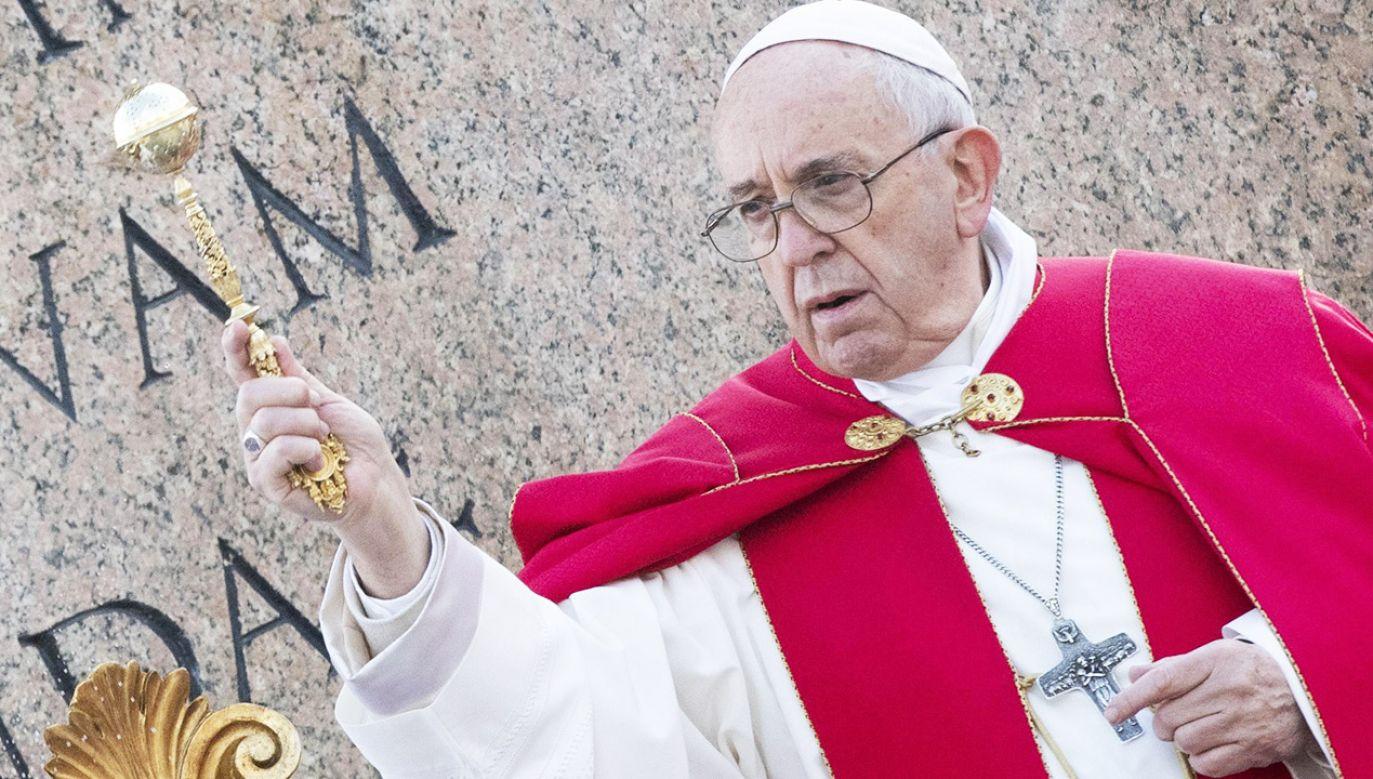 Papież zachęcał wiernych do tego, by przystąpili do spowiedzi (fot. PAP/EPA/CLAUDIO PERI)