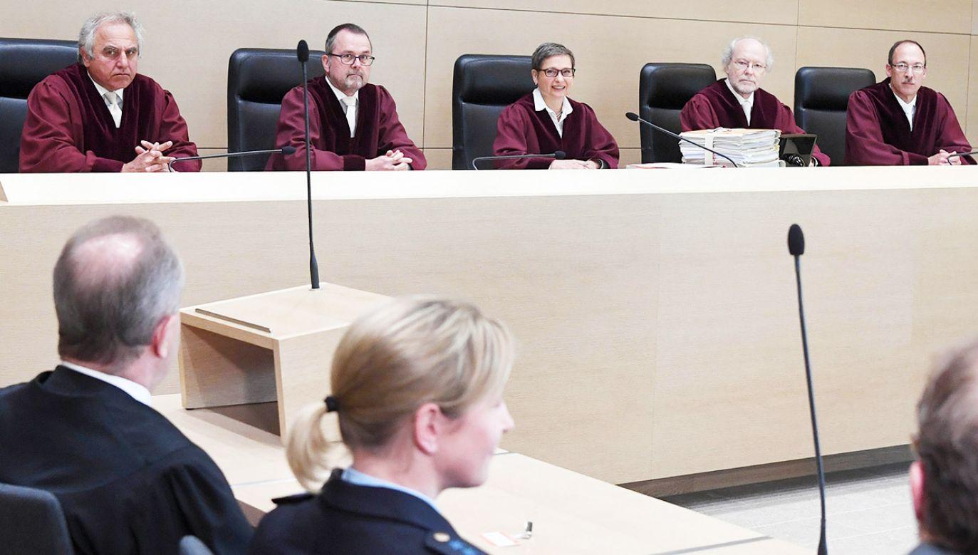 Bettina Limperg - w środku - na posiedzeniu Federalnego Trybunału w 2016 r. (fot.  PAP/DPA)