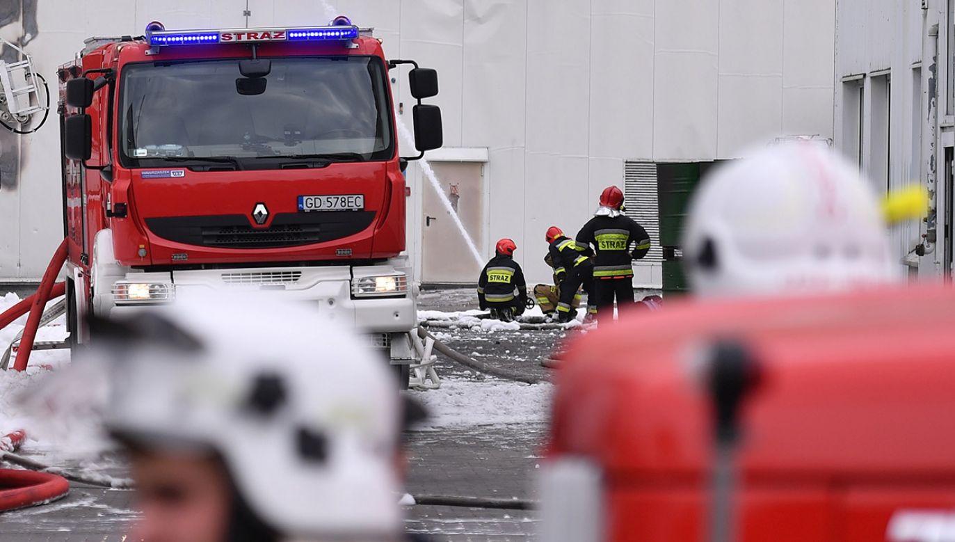 Akcja gaśnicza może potrwać kilka godzin (fot. PAP/Marcin Gadomski, zdjęcie ilustracyjne)
