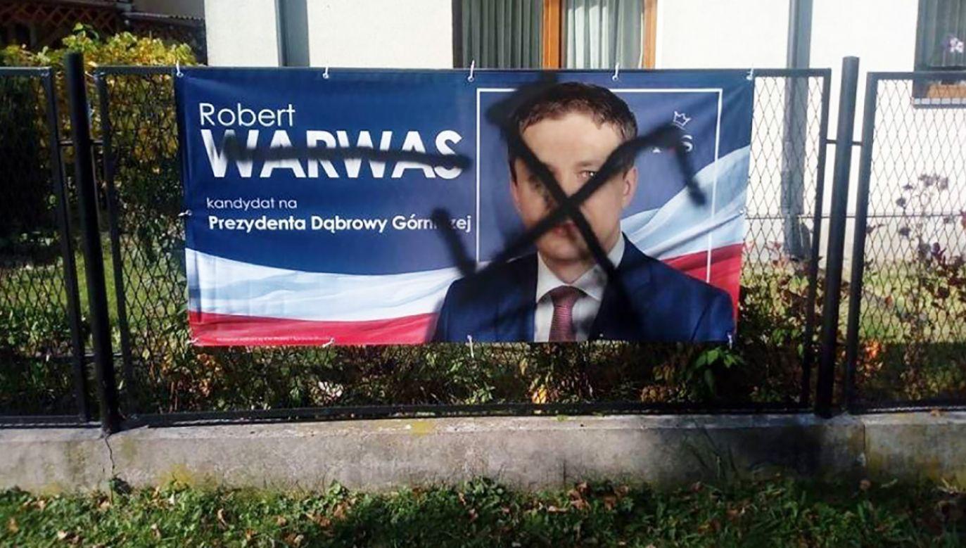 Wcześniej prawdopodobnie ten sam sprawca zniszczył plakat wyborczy Warwasa (fot. facebook)