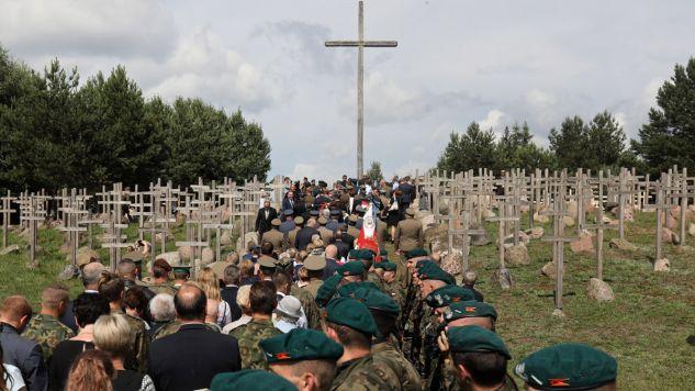 Obchody 73. rocznicy obławy augustowskiej na Górze Krzyży w miejscowości Giby (fot. PAP/Artur Reszko)