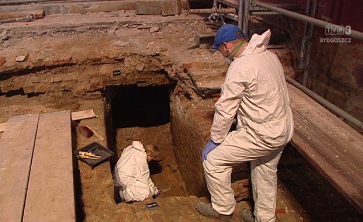 Odkrywamy taejmnice krypt w katedrze w Bydgoszczy i sanktuarium w Byszewie