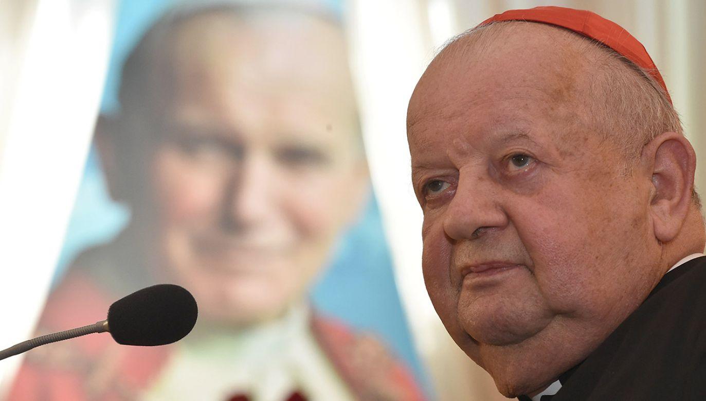 W odpowiedzi na napływające pytania najbliższy współpracownik ojca świętego wydał oświadczenie (fot. arch.PAP/Jacek Bednarczyk)