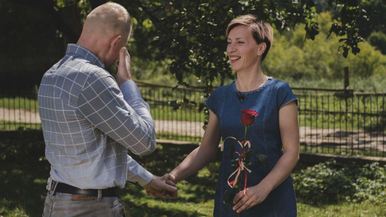 – Ola, dajmy sobie szansę – czerwoną różę otrzymała Aleksandra (fot. TVP)