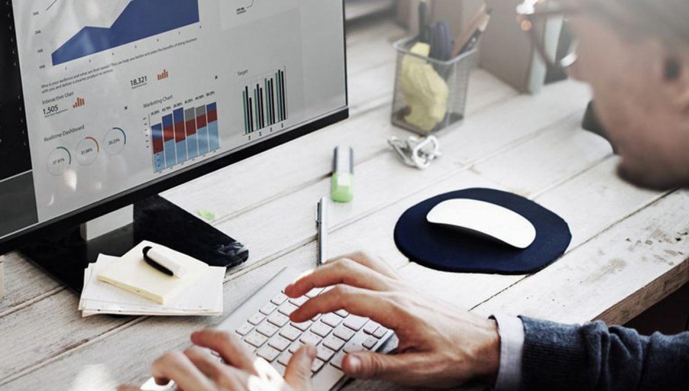 W kieszeniach przedsiębiorców przez 10 lat zostanie blisko 4 mld zł (fot. Fotolia.org/Rawpixel.com)